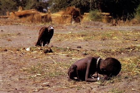 Ảnh chụp nạn đói ở Sudan năm 1993 củanhiếp ảnh gia Kevin Carter
