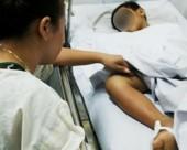 Bệnh nhi nguy kịch vì đắp thuốc thầy lang chữa rắn cắn