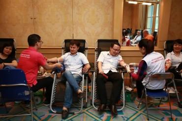 Cán bộ nhân viên khách sạn Hanoi Daewoo tham gia hiến máu