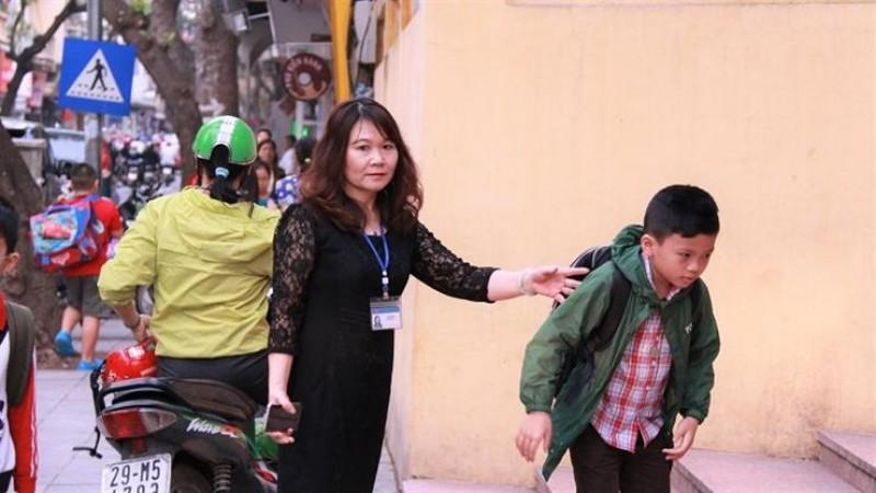 Bộ trưởng GD- ĐT biểu dương giáo viên trường tiểu học Tràng An
