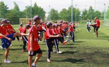 CLB Bóng đá Hà Nội huấn luyện kỹ năng bóng đá cho trẻ em
