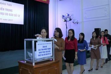 Bộ GD- ĐT quyên góp hơn 2 tỷ đồng ủng hộ đồng bào bị  bão lũ miền Trung