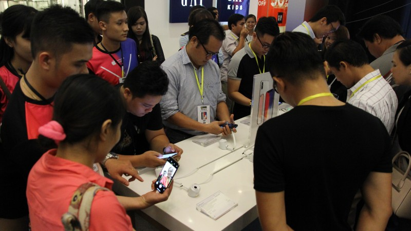 'Cháy hàng' iPhone X  tại  Thế giới Di Động