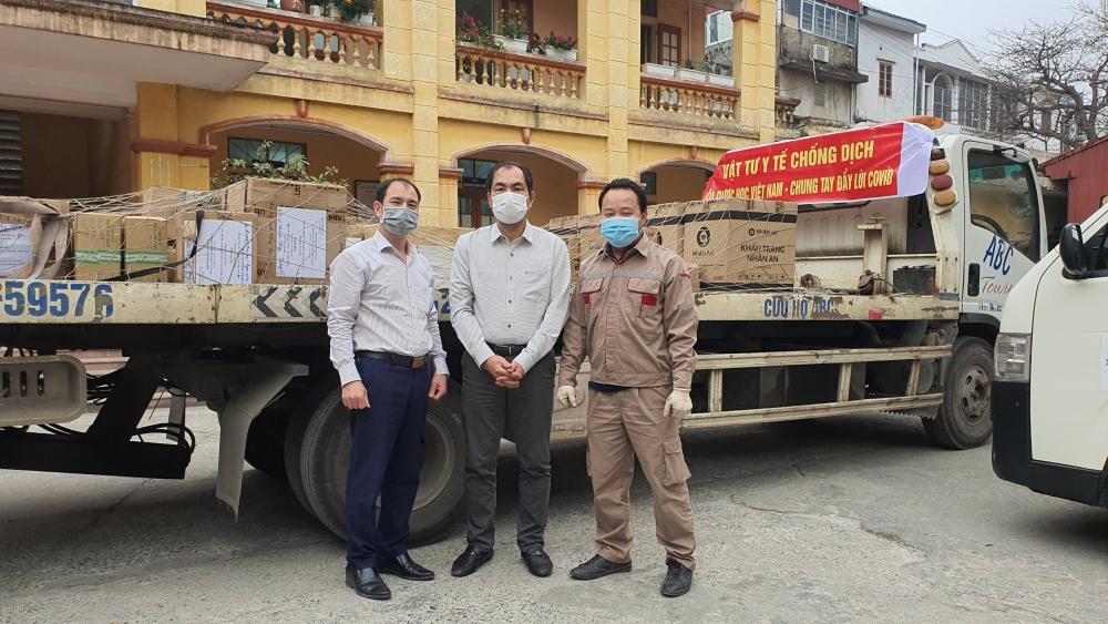 """Báo Lao động Thủ đô đồng hành cùng các đơn vị tặng quà cán bộ y tế chống dịch tại các """"điểm nóng"""""""