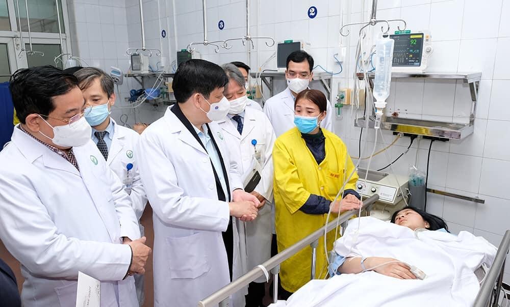 Bộ trưởng Nguyễn Thanh Long thăm, chúc Tết, động viên y bác sĩ trực Tết và người bệnh