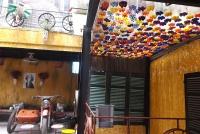 Không gian độc đáo của quán cà phê toàn đồ tái chế giữa lòng Hà Nội