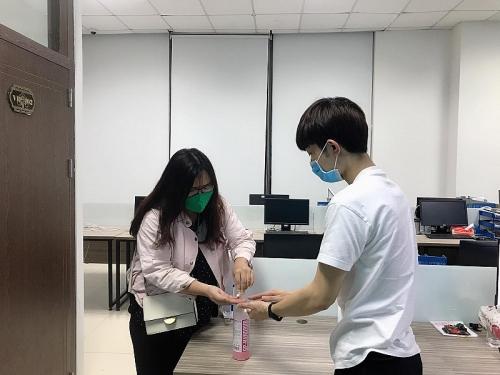 Cách vệ sinh môi trường, khử khuẩn nơi làm việc để phòng dịch Covid-19