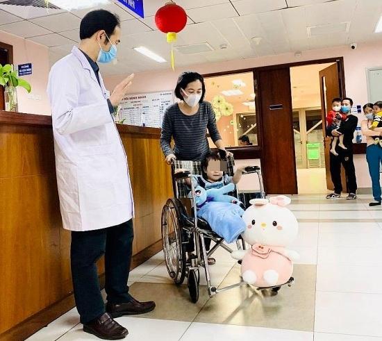 Hà Nội: Bé gái rơi từ tầng 12 chung cư đã ổn định, xuất viện