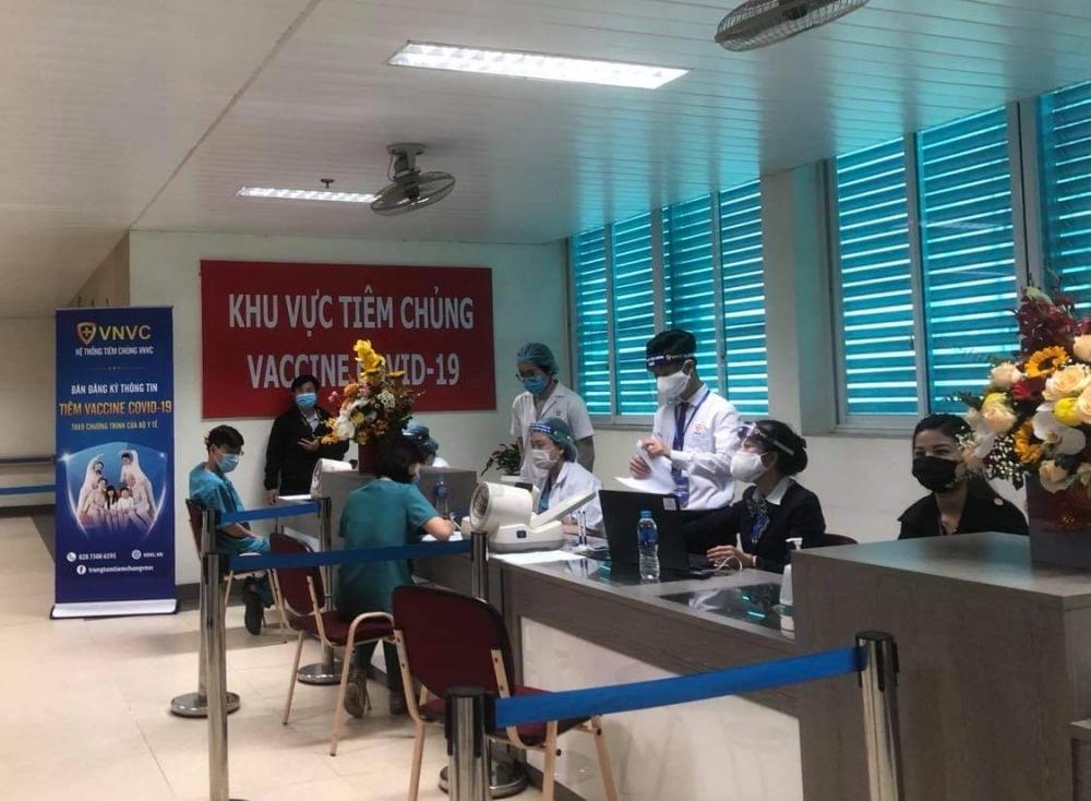 Hà Nội: Bệnh viện đầu tiên triển khai tiêm vắc xin phòng Covid-19 cho nhân viên y tế