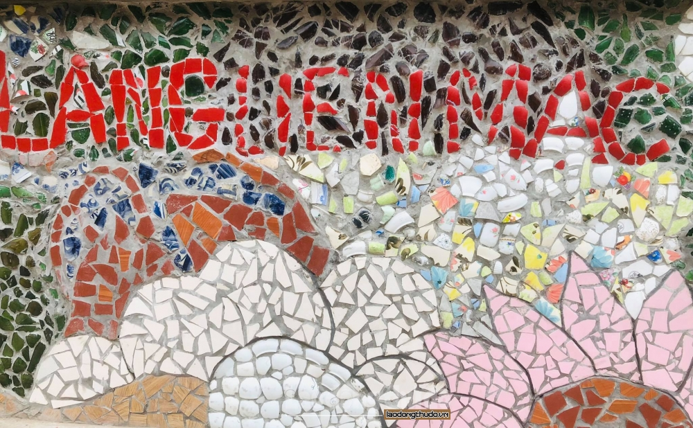 """Độc đáo """"con đường nghệ thuật"""" được làm từ phế liệu ở Hà Nội"""