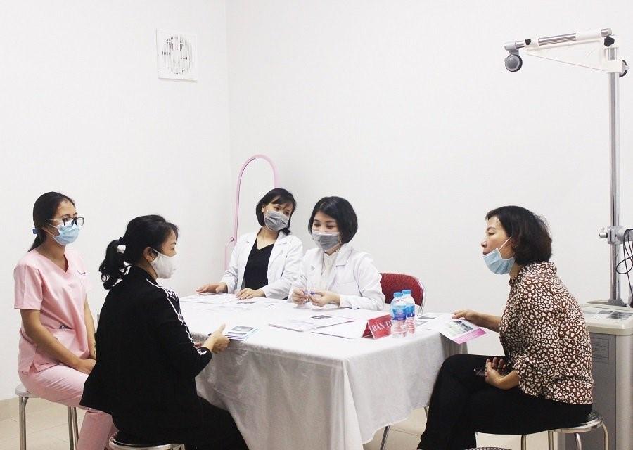Thăm khám sàng lọc ung thư vú miễn phí cho phụ nữ vùng cao Yên Bái