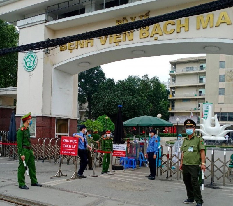 Thêm 4 người mắc COVID -19, 1 ca là người nhà bệnh nhân Bệnh viện Bạch Mai