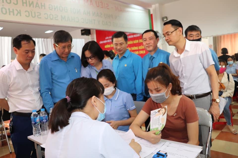 Khám, tư vấn sức khỏe cho gần 500 nữ công nhân lao động