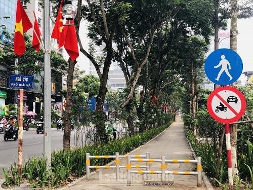 Người Hà Nội thích thú với tuyến đường đi bộ xanh mát bên phố Thái Hà