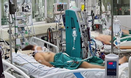 """5 bệnh nhân Covid-19 nặng, thở máy thoát khỏi """"tử thần"""""""