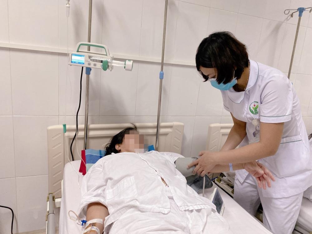 Kịp thời cứu 2 người bệnh bị kẹt van tim nhân tạo do huyết khối