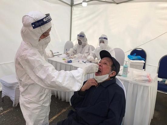 Chiều 18/11, thêm 12 ca mắc mới Covid-19, Việt Nam có 1.300 bệnh nhân