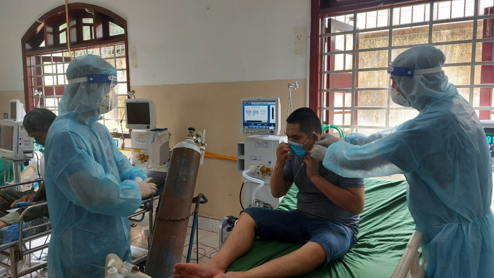 Bộ Y tế cảnh báo người dân không nên mua máy thở, tích trữ bình khí oxy
