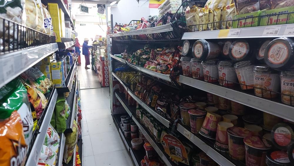 Hàng hóa đầy ắp các siêu thị trong ngày đầu Hà Nội giãn cách xã hội