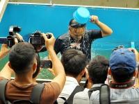 Cận cảnh chuyên gia Nhật Bản tắm, rửa mặt bằng nước sông Tô Lịch