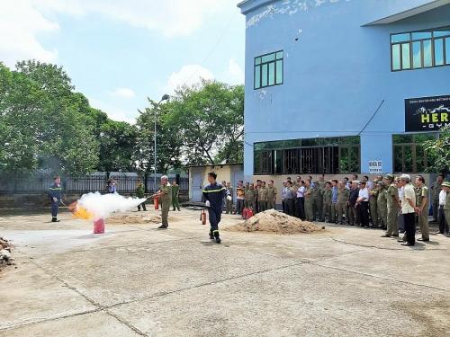 Tập huấn nghiệp vụ phòng cháy chữa cháy cho lực lượng dân phòng