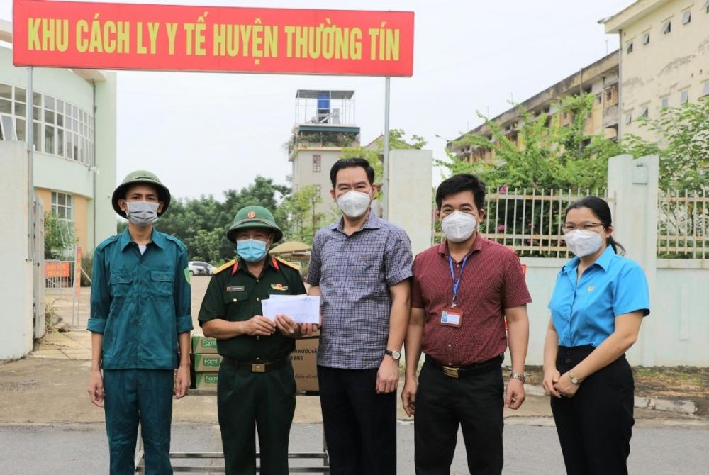 Thăm hỏi, động viên tuyến đầu chống dịch trên địa bàn huyện Thường Tín