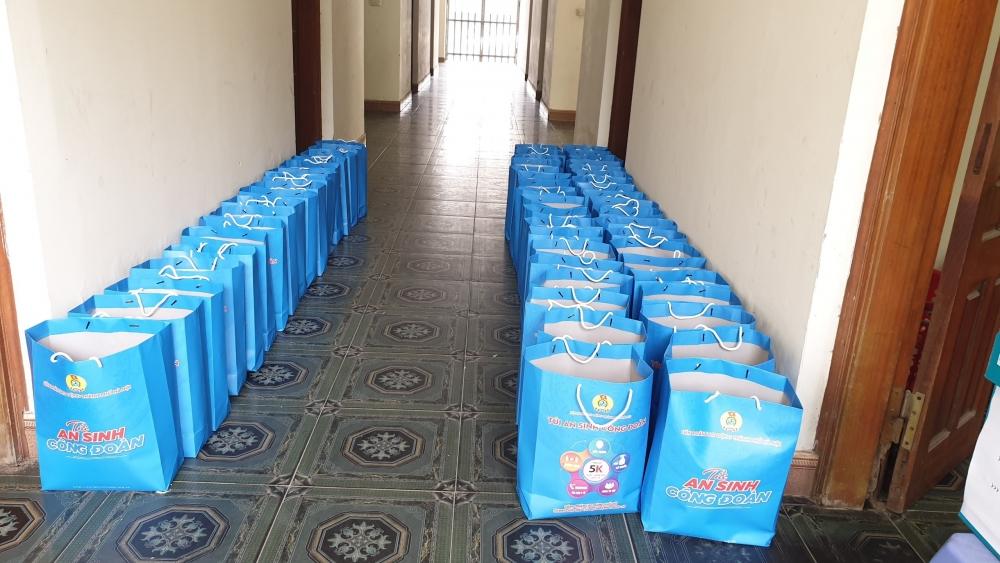 LĐLĐ huyện Thường Tín trao 1.000 suất quà cho người lao động bị ảnh hưởng bởi dịch Covid-19
