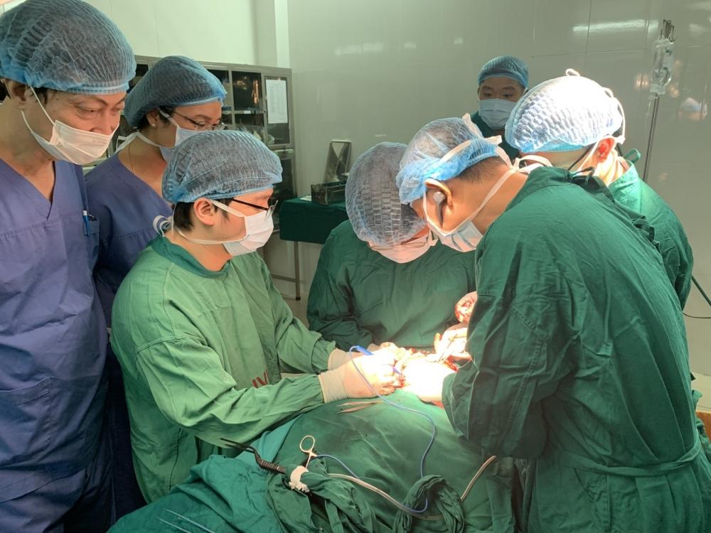 Nhiều tiến bộ trong kỹ thuật vi phẫu, tái tạo xương hàm mặt