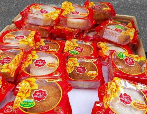 Cận rằm tháng Tám, bánh trung thu giá rẻ hút khách