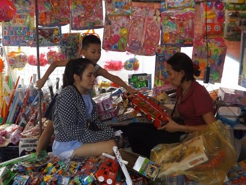 Chợ dân sinh vẫn vắng bóng đồ chơi truyền thống dịp Tết Trung thu