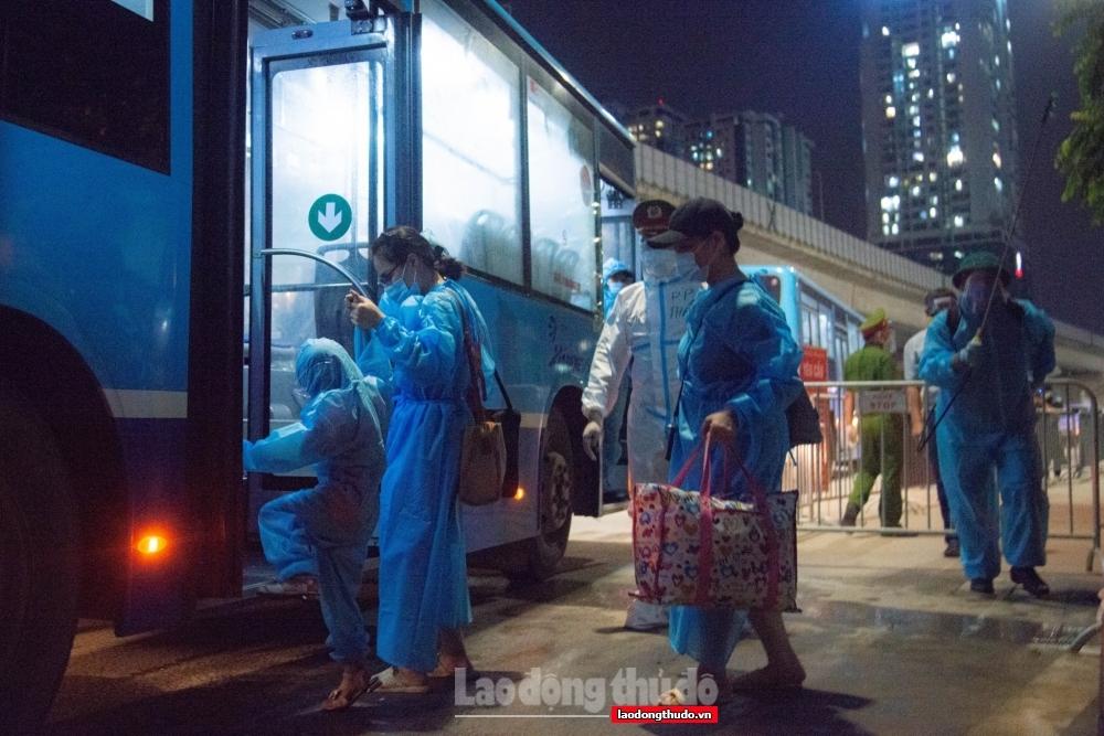 Người dân phường Thanh Xuân Trung hài lòng vì được chăm lo từng bữa ăn đến y tế tại khu cách ly