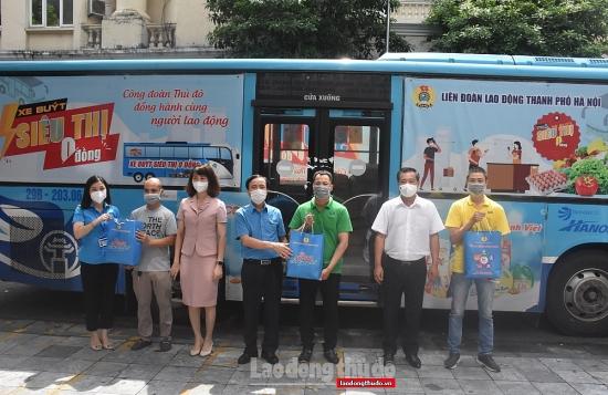 """1.000 """"Túi An sinh Công đoàn"""" đến với người lao động làm việc ở quận Hoàn Kiếm"""