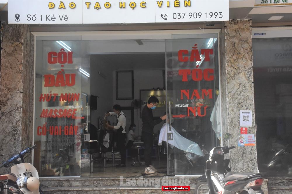 Người dân Thủ đô háo hức đi cắt tóc, gội đầu sau nhiều ngày
