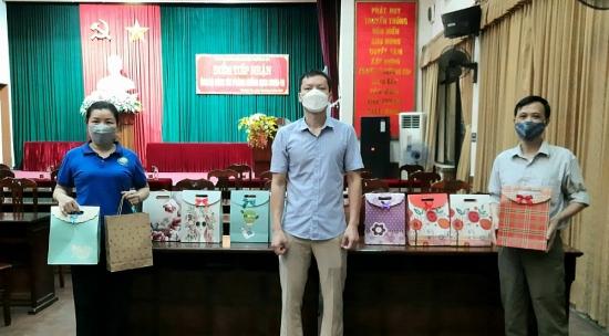 LĐLĐ huyện Thường Tín: Trao tặng quà cho con người lao động vượt khó học giỏi