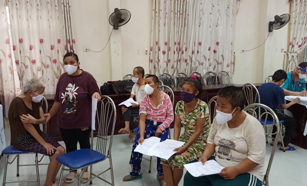 Tiêm vắc xin phòng Covid-19 cho gần 200 người tại cơ sở trợ giúp xã hội trên địa bàn Hà Nội