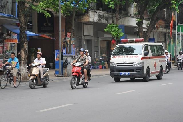 nhuong duong cho xe uu tien khong chi con la y thuc