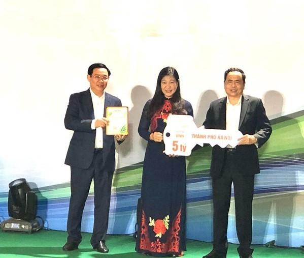 Thành phố Hà Nội ủng hộ 5 tỷ đồng Quỹ Vì người nghèo