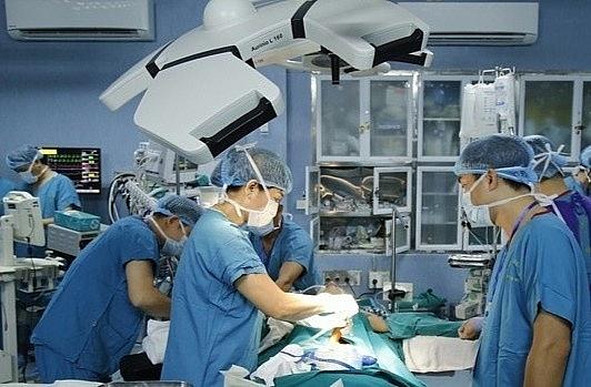 Quyền Bộ trưởng Bộ Y tế gửi thư chúc mừng ê kíp ghép ruột thành công lần đầu tiên tại Việt Nam