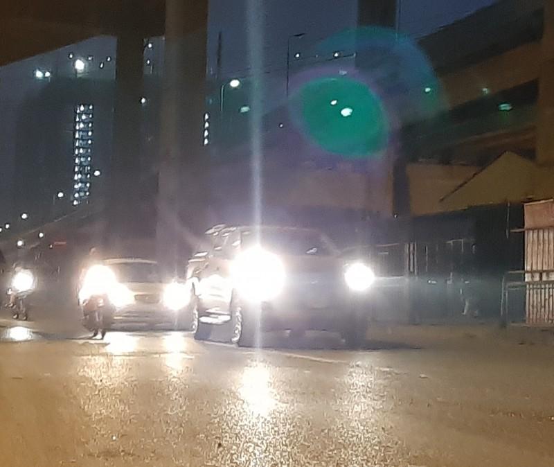 Nguy cơ mất an toàn giao thông từ đèn chiếu sáng tự chế