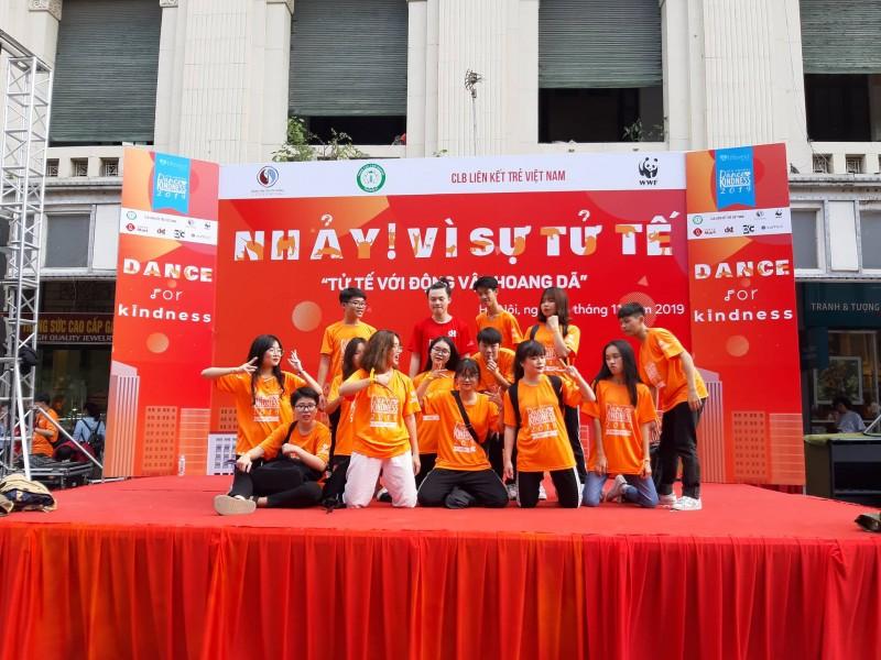 Hàng nghìn đoàn viên, thanh niên Thủ đô tham gia nhảy flashmob vì sự tử tế