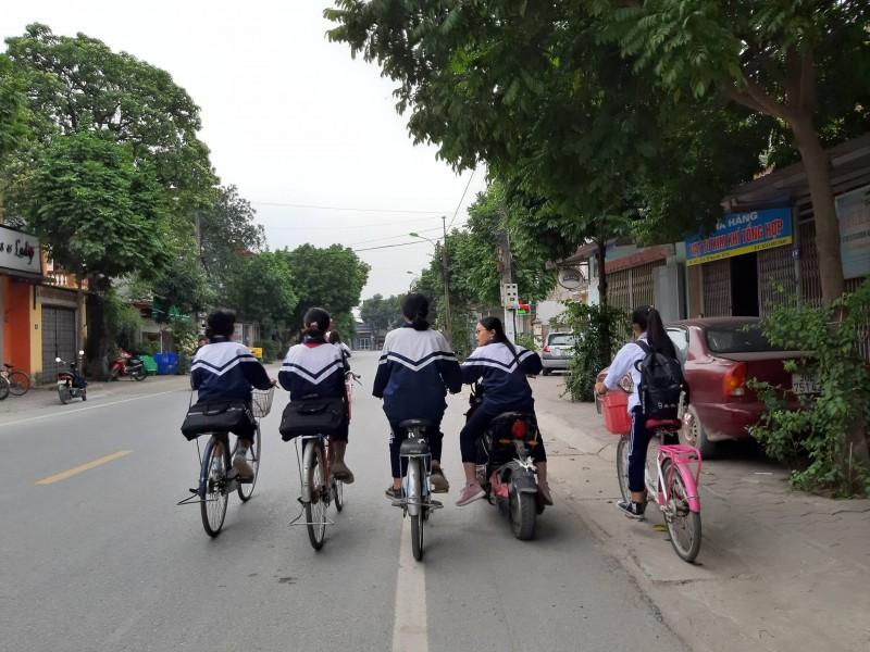 Nguy hiểm khi đi xe đạp dàn hàng ngang