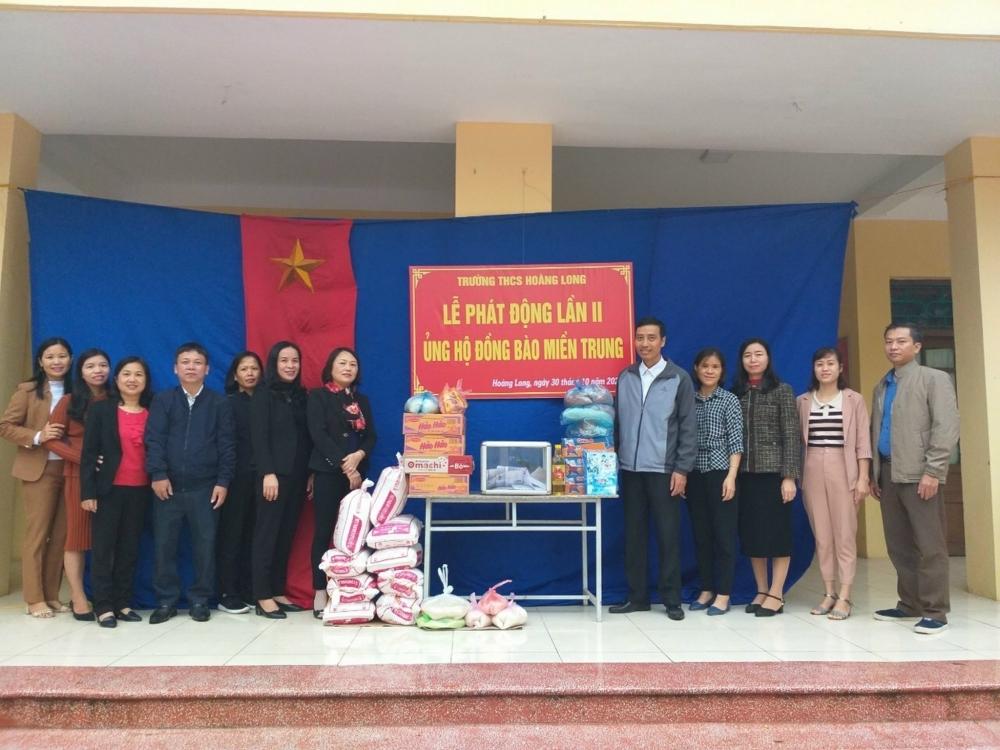 Công nhân viên chức lao động huyện Phú Xuyên tích cực tham gia ủng hộ đồng bào lũ lụt miền Trung