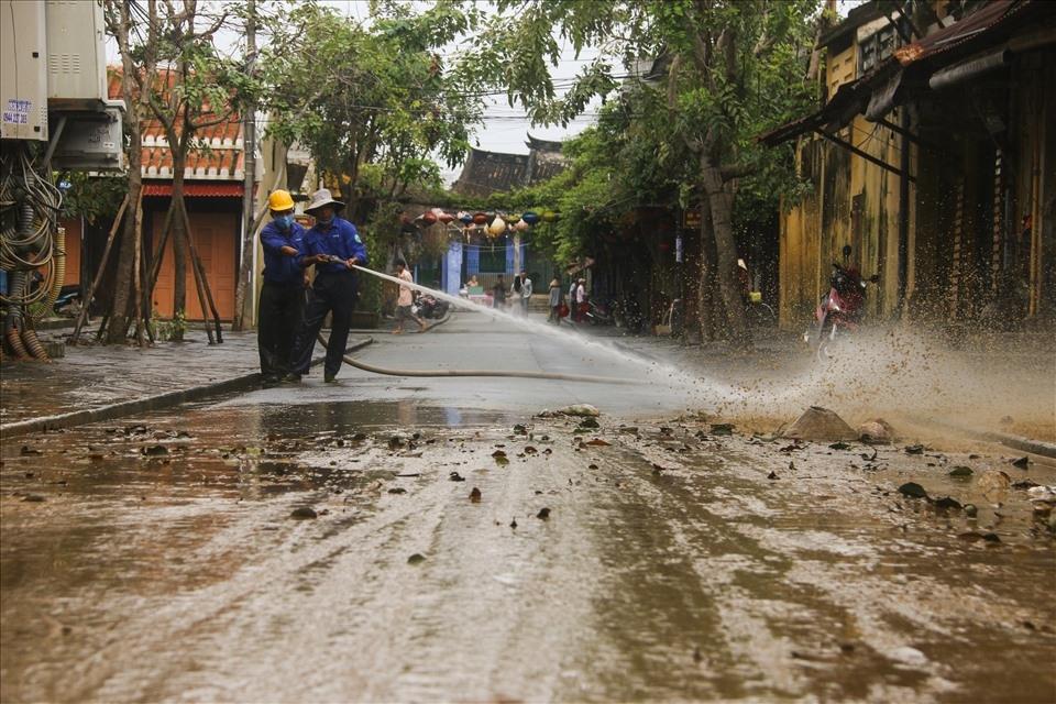 Tập trung hỗ trợ người dân sửa chữa nhà cửa, trường học, khôi phục sản xuất