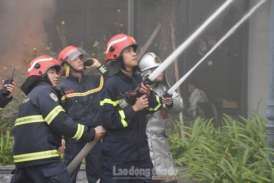 Hơn 100 người diễn tập chữa cháy, cứu nạn tại Bệnh viện Đa khoa Phương Đông