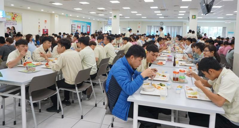'Trợ cấp ăn trưa' lọt vào Top 5 phúc lợi quan trọng nhất