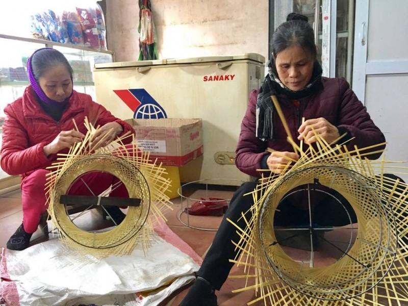 Lao động nữ gặp nhiều rào cản về việc làm, thu nhập