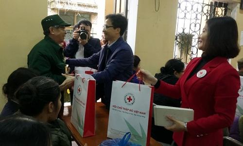 Phó Thủ tướng Vũ Đức Đam thăm, tặng quà Tết tại tỉnh Bắc Kạn