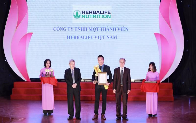 """Herbalife lần thứ ba nhận giải thưởng """"Sản phẩm vàng vì sức khỏe cộng đồng"""""""