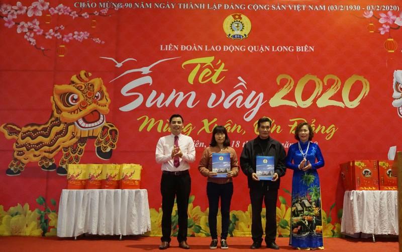 """Đoàn viên công đoàn, người lao động quận Long Biên: Tưng bừng đón """"Tết Sum vầy"""""""