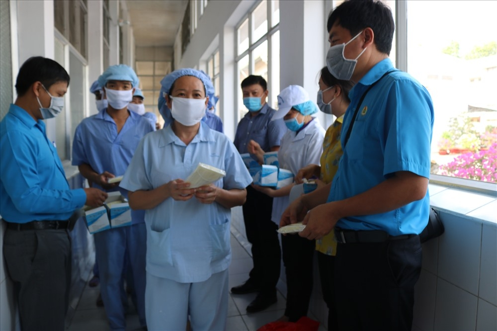 Tổng Liên đoàn đề nghị thực hiện nghiêm các biện pháp phòng chống dịch tại nơi làm việc